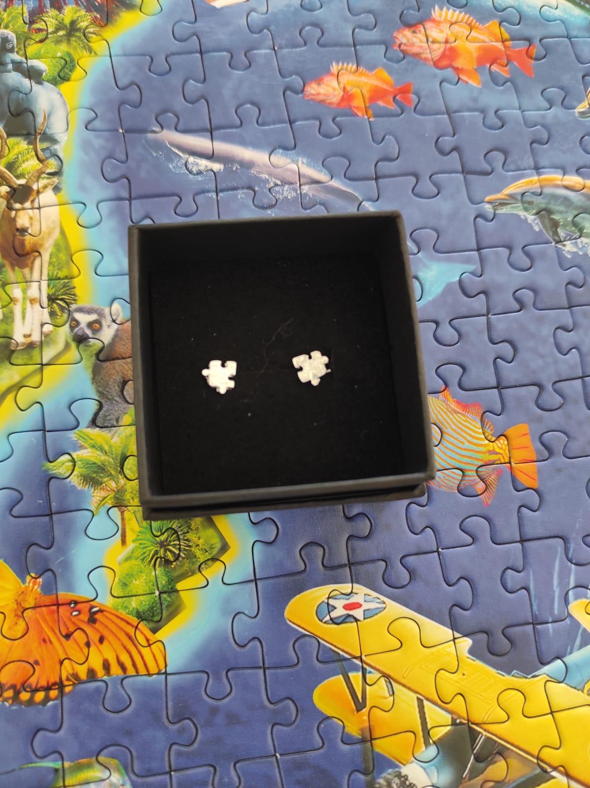 Pendientes forma de puzzle plateados